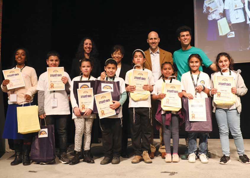תחרות הכותבים הצעירים: זוכי כיתות ד', בת אל מלסה מיבניאלי זכתה לציון לשבח על הסיפור 'לעוף'.