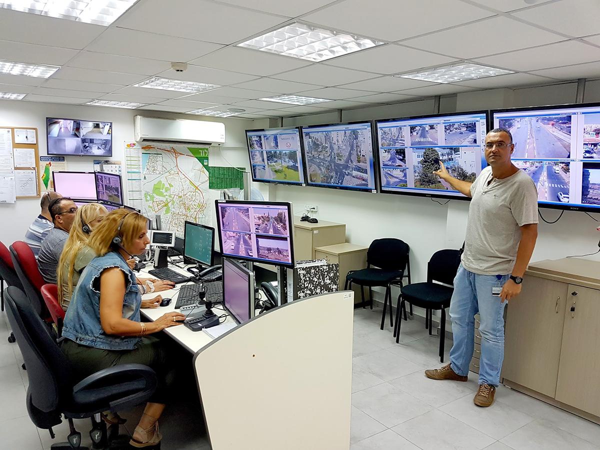 יריב אורלי, מנהל המוקד העירוני, על רקע המוקד הרואה החדש של העירייה