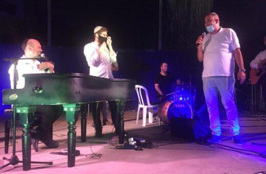 ראש העיר יאיר רביבו עם הזמר יונתן רזאל והחזן יצחק מאיר בדואט סליחות